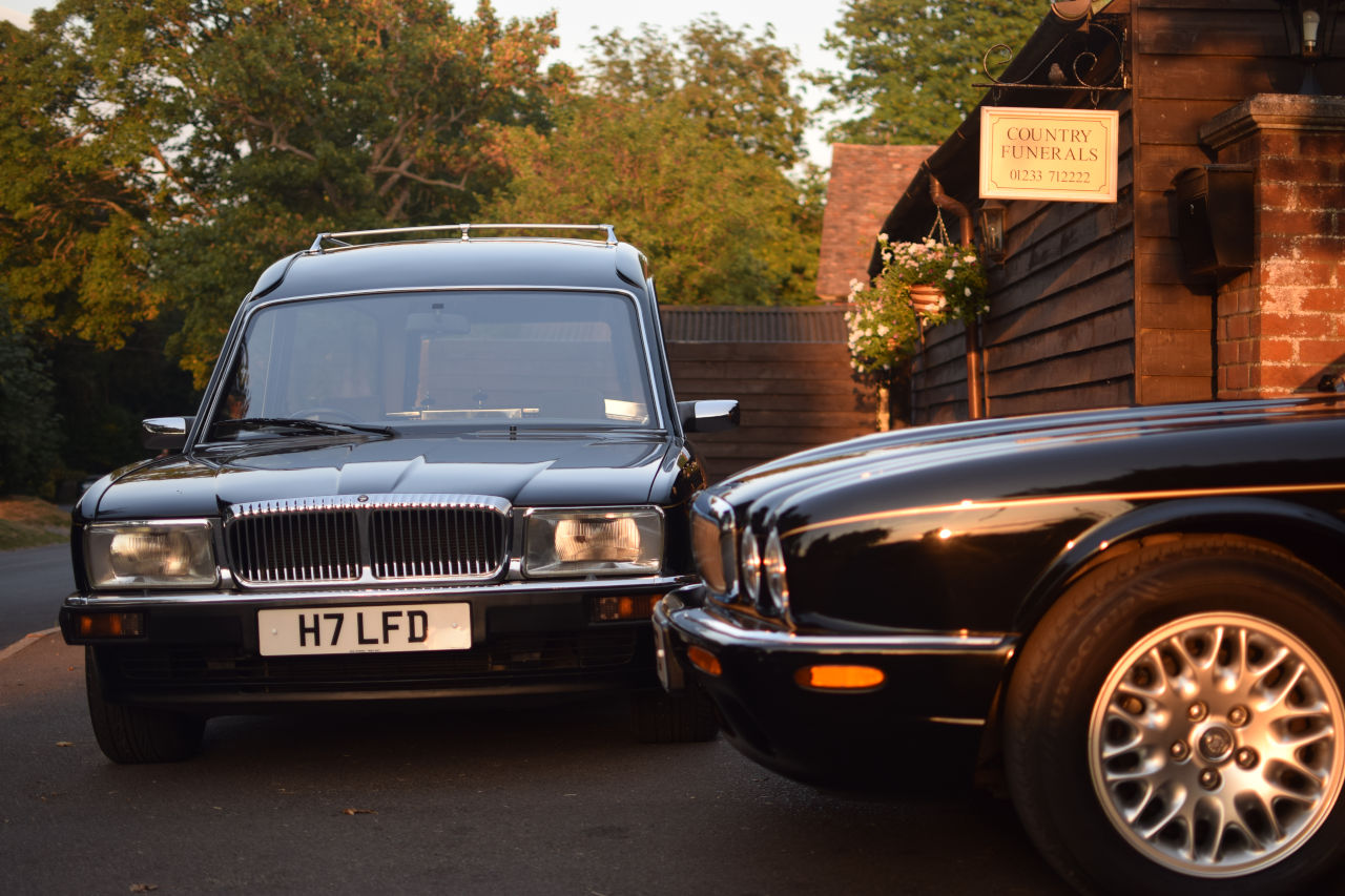 Ashford Country Funerals Hearse and Limousine